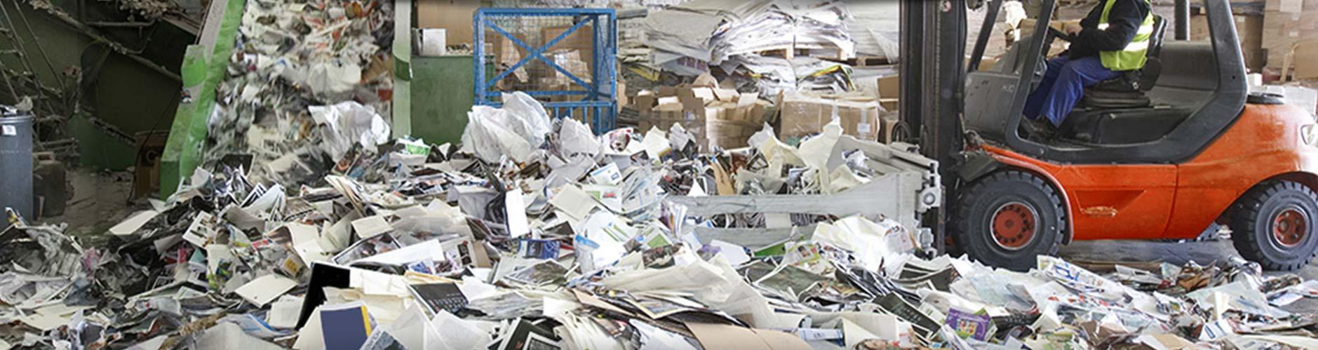 Rua Papel gestión integral de residuos toro mecánico recogiendo papel slide